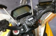 2. Halter für die VIRB 360 hinter der Scheibe und mit Blick auf das Display.