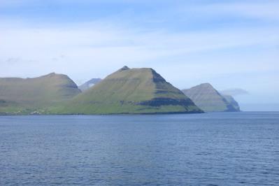 Fahrt durch die Färöer / Nice cruise through the Faroer Islands